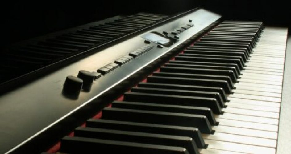 electronic piano lessons